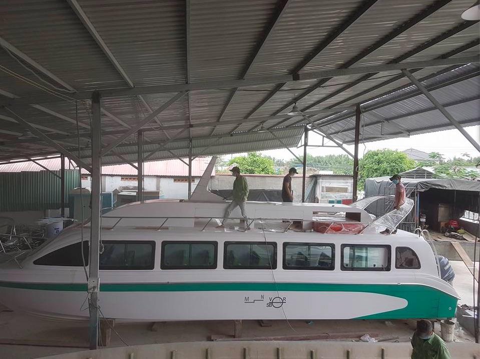 Chế tạo vỏ tàu khách bằng vật liệu composite