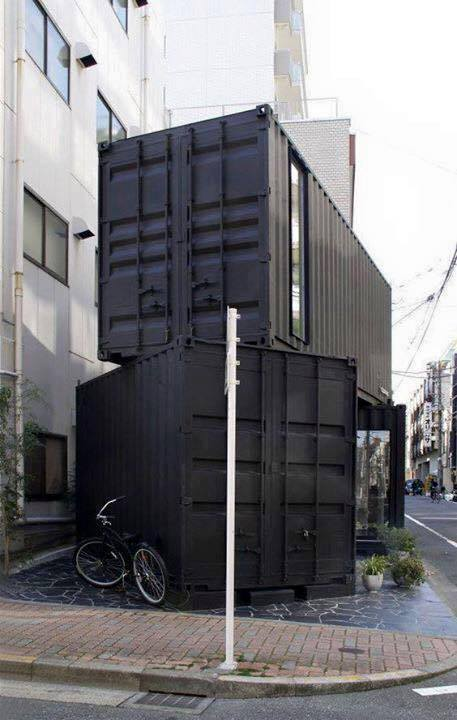 Container làm nhà ở, bên trong có nhà vệ sinh