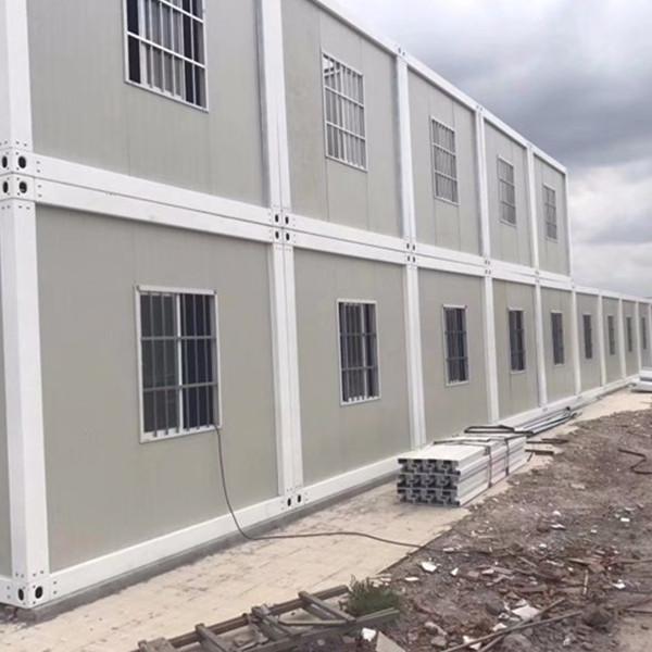 Các container có thể tổ hợp lại với nhau thành một khu nhà dã chiến