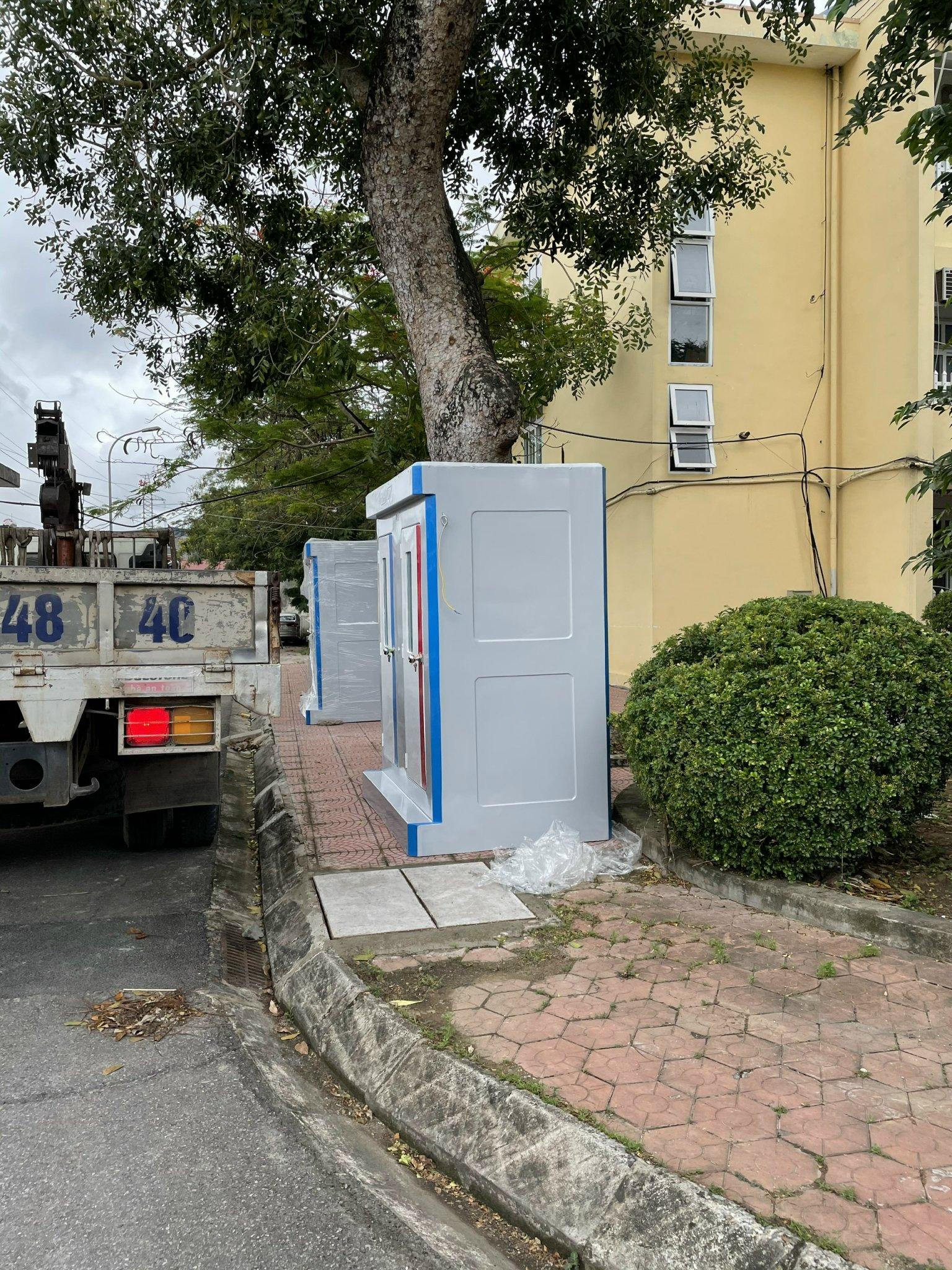 Nhà vệ sinh công cộng đôi